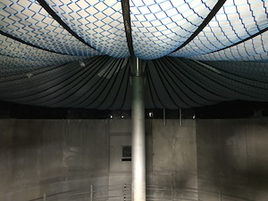 Digester centrepost and support netting