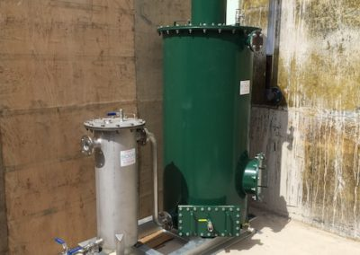 Dry media scrubber with stainless steel tank for H2S removal
